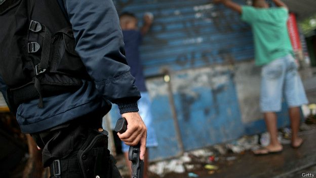 Segundo a Anistia, números de mortes por intervenção policial escondem casos nos quais as vítimas foram mortas quando já estavam subjugadas